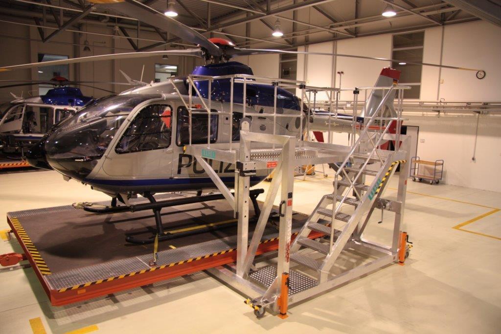 Arbeitsbühne für Wartungsarbeiten auf der Landeplattform für die Polizeihuschrauberstaffel Sachsen für den Hubschrauber Airbus Helicopters H135 und H145