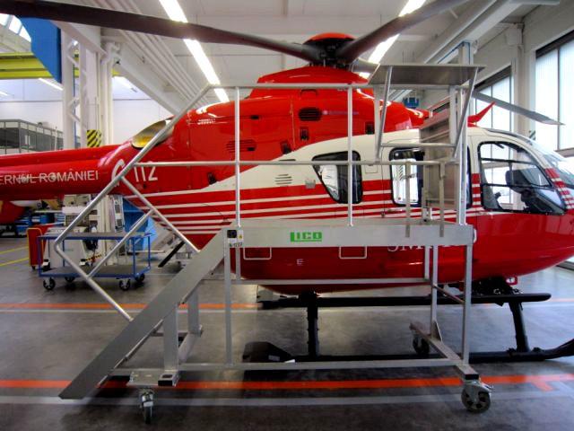 LICO Stahl- und Kunstsofftechnik GmbH - Kleine einfache Wartungsbühne-für-Hubschrauber-des-Typs-Airbus-Helicopters-EC135, H135, H135M, EC145, EC145